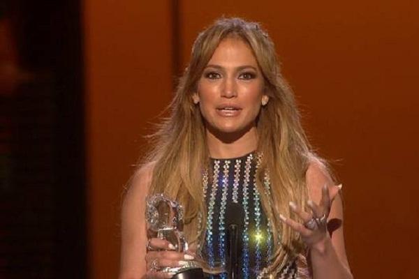 Jennifer Lopez Appears Super Hot at 2015 RDMAs