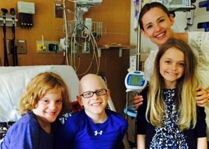 Jennifer Garner visits sick boy