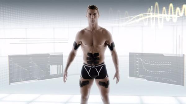Shirtless Cristiano Ronaldo for Sixpad
