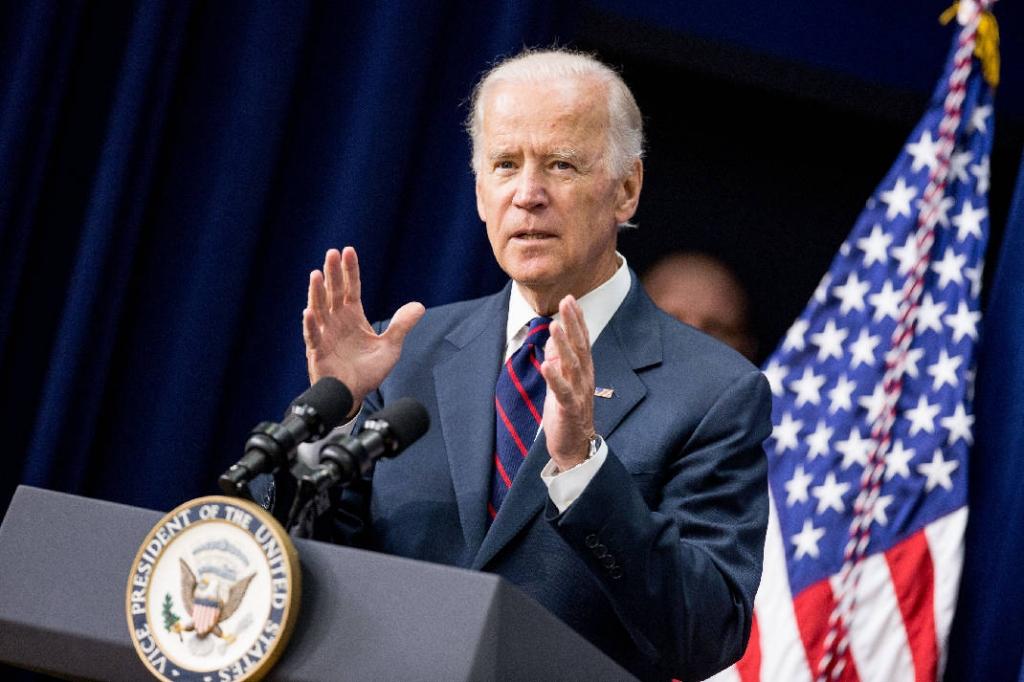 Joe Biden sends mixed messages on 2016 bid