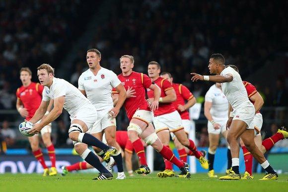 England's Joe Launchbury looks to build an attack
