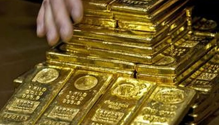 Gold dips as Yellen says Fed on track to hike rates this year