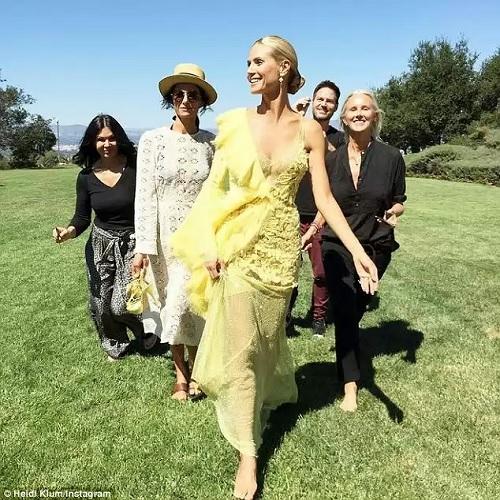 Heidi Klum barefoot in Versace gown