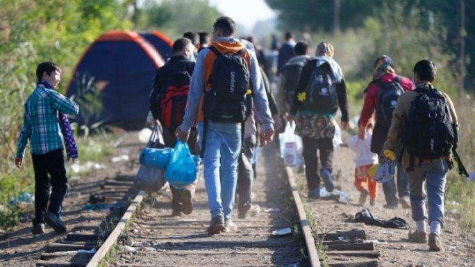 Refugee crisis: EU president wants to distribute another 120000 across Europe