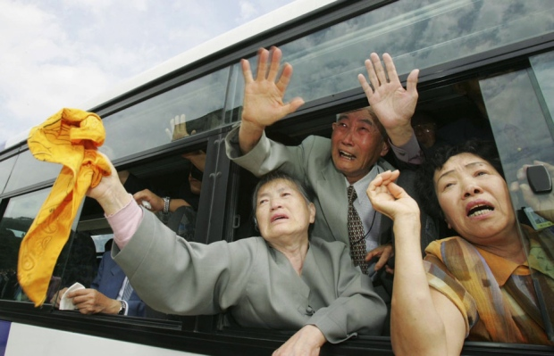 South Koreans bid farewell to their North Korean families following a reunion in the Diamond Mountain resort in 2004