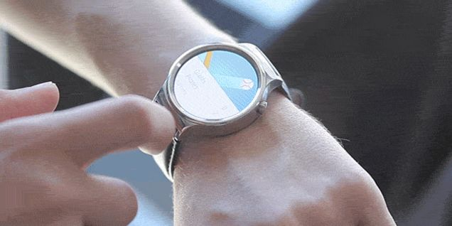 The Huawei Watch Is Luxury Class But a Bit Too Bulky
