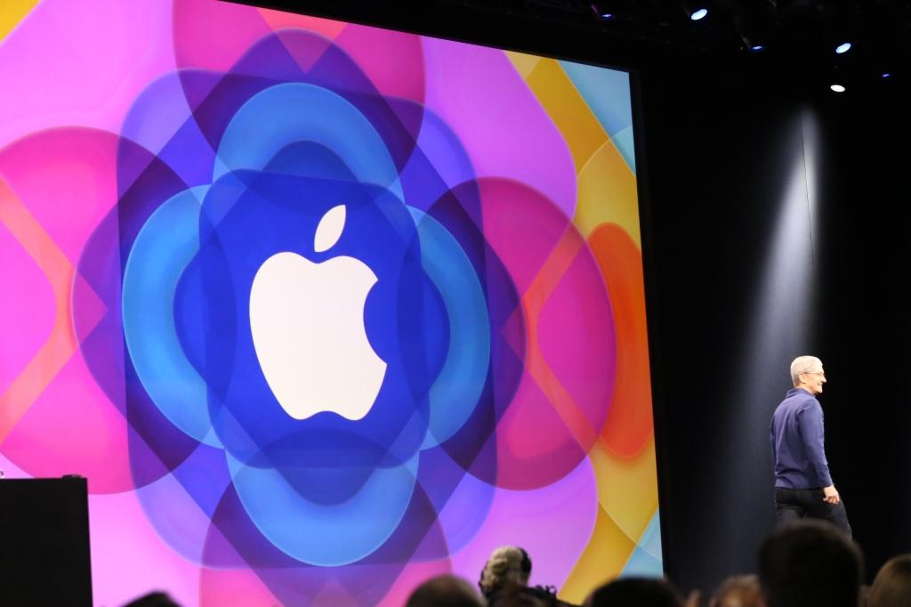 Apple Names Former Boeing CFO to Board of Directors