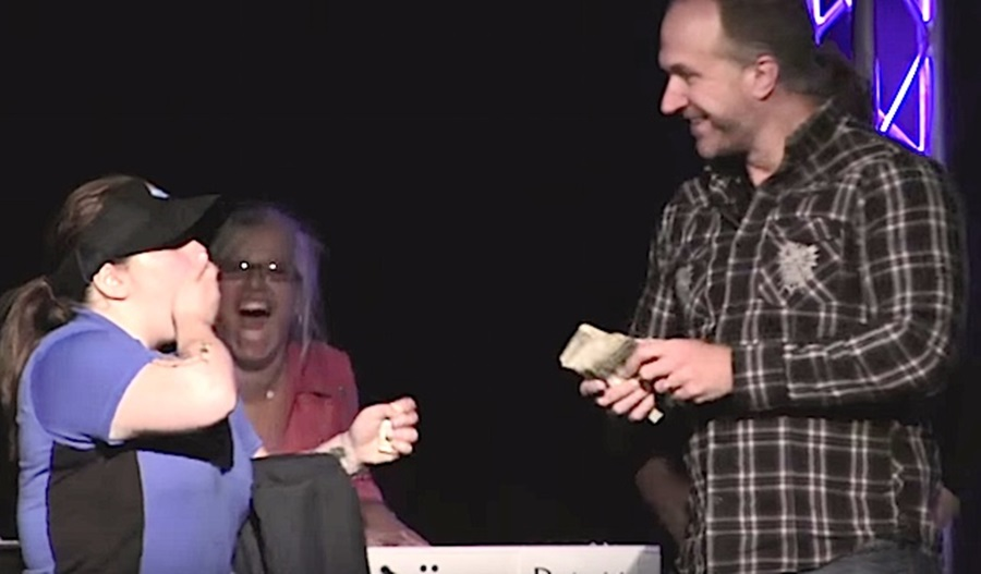 In Amazing Display of Generosity, Church Gives Pizza Driver $1000 From
