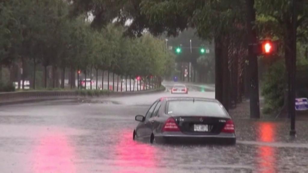 Flash flood emergencies spread in South Carolina motorists stranded inwater