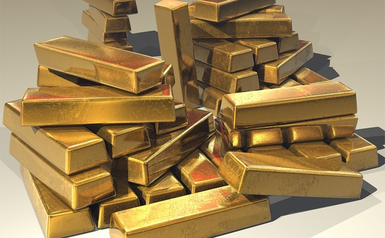 Gold holds gains after jobs shock