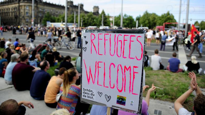 Turkish PM hails Merkel over refugee crisis