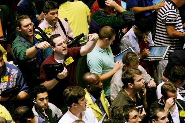 US Crude Falls 3%, Below $28 on Surplus Worries