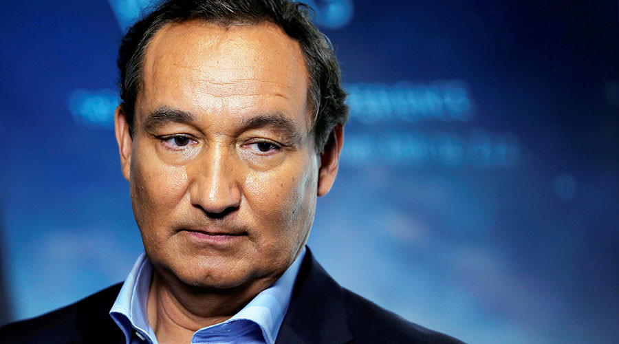 Ashamed & embarrassed' United Airlines CEO Munoz won't quit over passenger furor