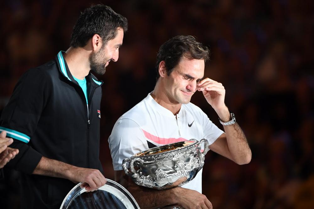 Australian Open: Roger Federer Eases Into Final as Chung Retires