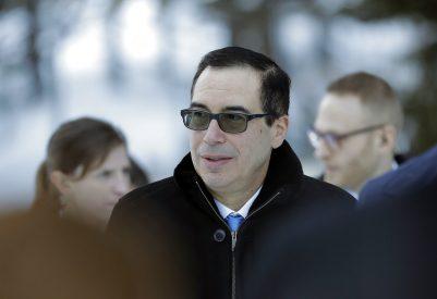 Heavy snowfall delays Davos arrivals