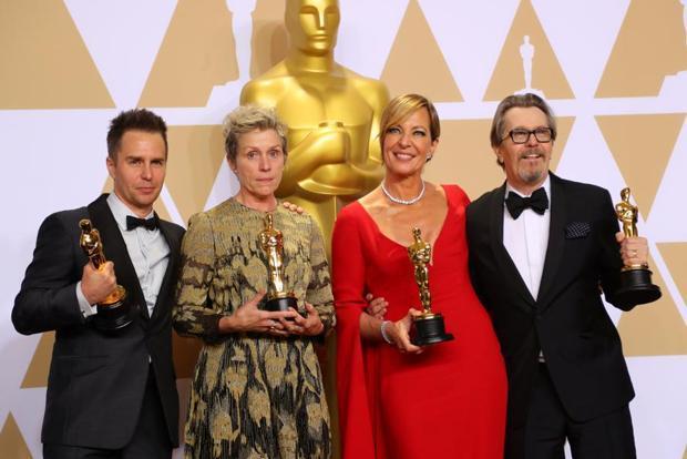Oscar winners Sam Rockwell Frances McDormand Allison Janney and Gary Oldman pose backstage
