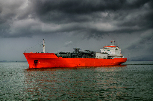 India's crude oil import bill set to rise 20% to $105 billion in FY19